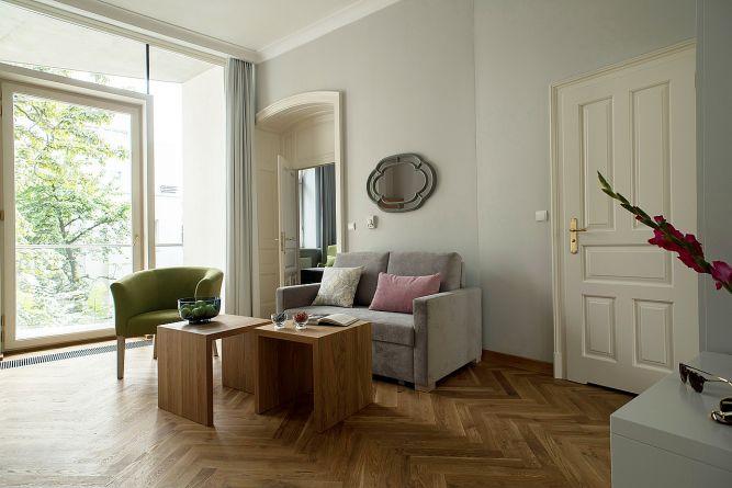 belle-epoque-krakow-apartamenty-z-sypialnia-deluxe-salon.jpg